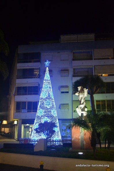 Arbol de navidad en la calle Andalucía de Almuñecar