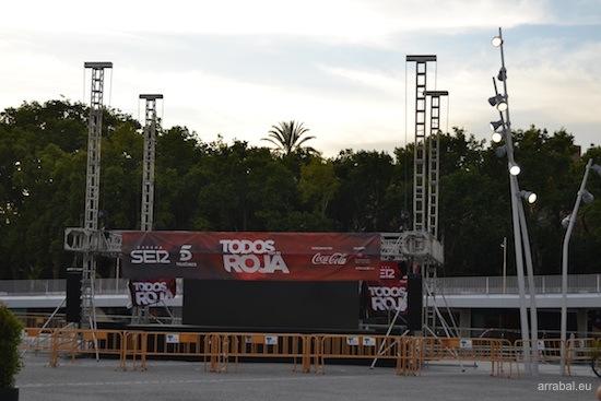 Escenario para fiesta de La Roja en Málaga
