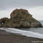 Playa Peñon del Cuervo de Malaga, para pasear y disfrutar de la playa