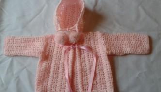 Rebeca para bebé a crochet con gorrito