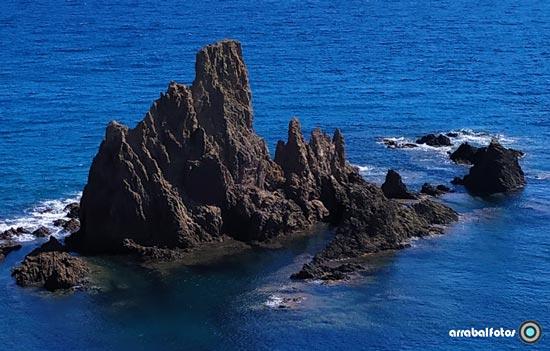 Detalle del Arrecife de las Sirenas junto al Faro de Cabo de Gata - Nijar