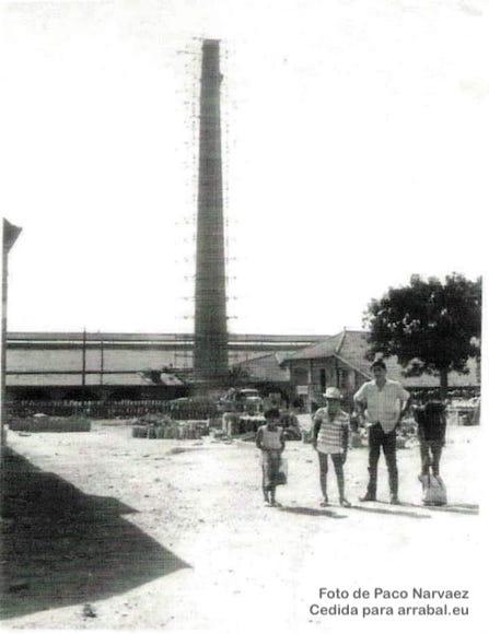 Chimenea de la Fabrica de ladrillos de la Colonia de Santa Inés