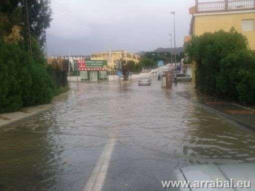 Cruce inundado en el Puerto de la Torre