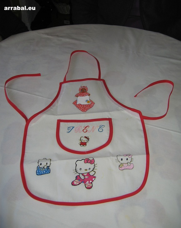 Delantal de Hello Kitty pintado a mano