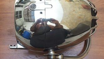 Faro de moto pulido