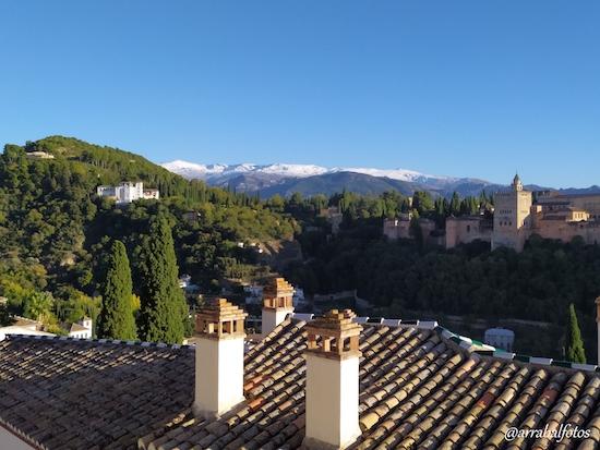 El Generalife, Sierra Nevada y la Alhambra desde el Mirador de San Nicolás de Granada