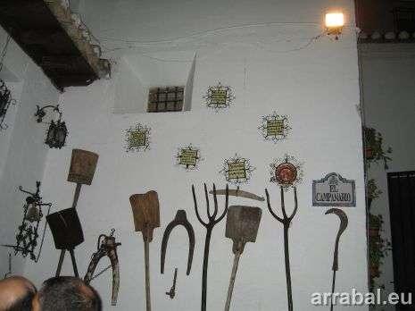 Horacas, palas y yugos de trilla y labranza vistos en Granada
