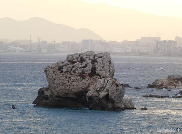 El Peñón del Cuervo es una roca situada en la Playa del mismo nombre que alberga la planta endémica siempreviva malagueña