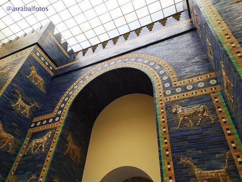 Puerta de Istar en el Museo de Pérgamo en la Isla de los Museos de Berlín