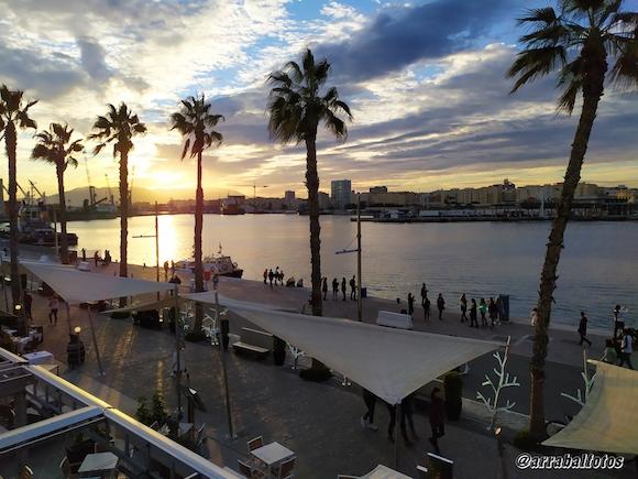 Puesta de Sola en Muelle Uno de Málaga