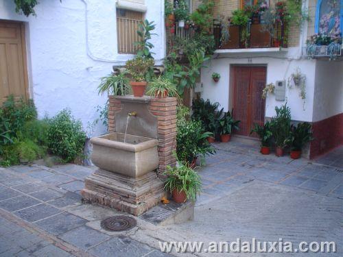 Fuente y Virgen en Lanjaron