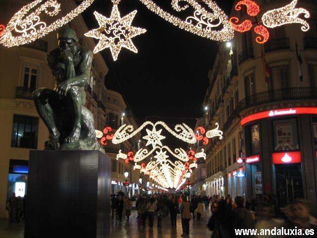 Foto de El Pensador de Rodin en la calle Larios. Navidad de 2007 el Pensador presidía la Calle Larios.