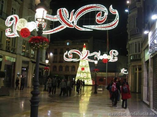 Calle Larios y Arbol navidad gigante Alumbrado de la calle Larios y Arbol navidad gigante en la plaza de la Constitución de Málaga