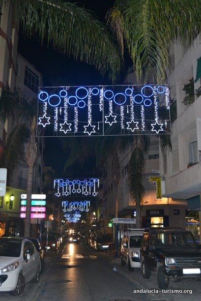 Iluminación navideña en la Avenida de Andalucía de Almuñeca