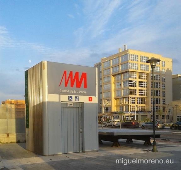 Ascensor de la parada del Metro de Málaga de la Ciudad de la Justicia