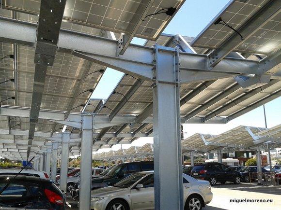 Paneles del parking de Ikea Malaga