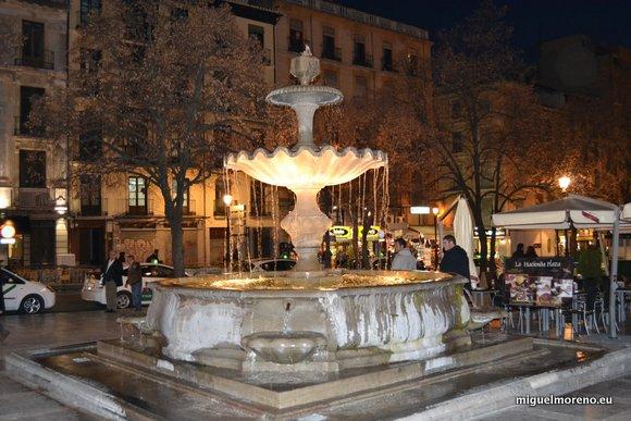 Fuente de Plaza Nueva en Granada