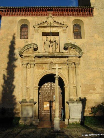 Portada de la Iglesia de San Pedro y San Pablo