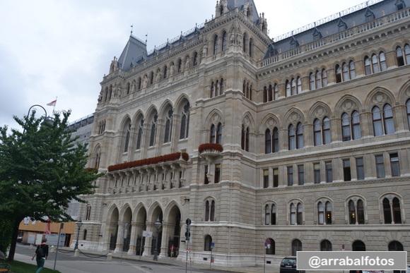 Rathaus fachada trasera situada en Friedrich-Schmidt-Platz