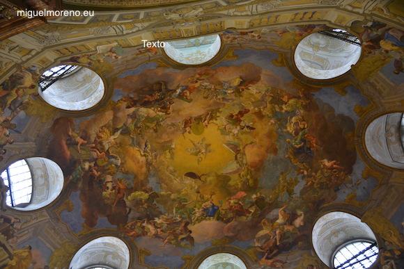 cúpula decorada con frescos de Daniel Gran