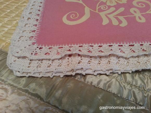 Puntas de crochet del Mantel pintado a mano