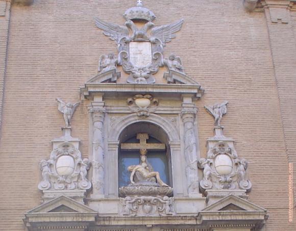 Virgen de las Angustias de Granada, detalle de la fachada.