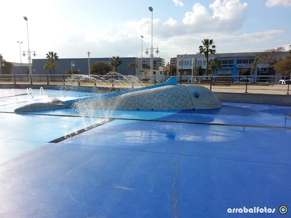 Ballena tóboga en parque acuático del Paseo Marítimo Antonio Banderas