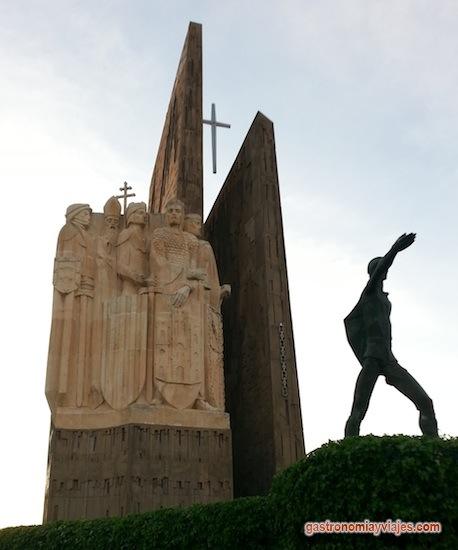 Monumento de La Batalla de las Navas de Tolosa con el Pastor Martín Halaja que guió a los cristianos