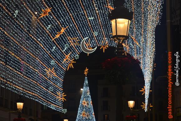 Arbol de la plaza de la Constitución y alumbrado de navidad de calle Larios 2016