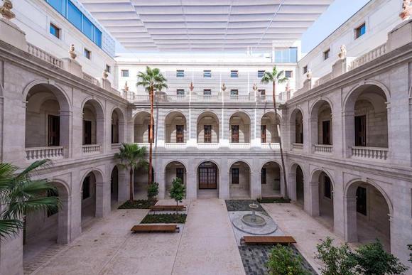 Patio del Museo de Málaga en el Palacio de la Aduana