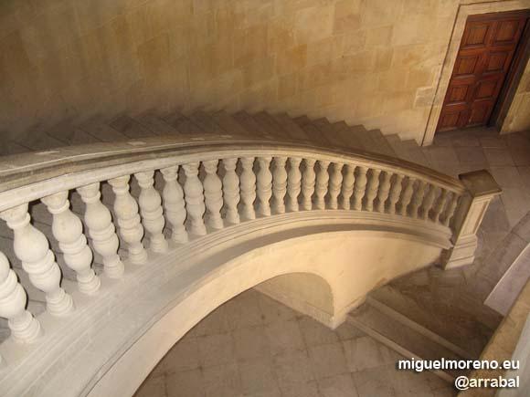 Escaleras del Palacio de Carlos V en la Alhambra de Granada